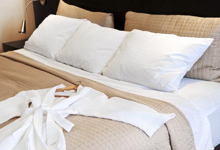 photodune-200546-hotel-bed-with-bathrobe-m-700x480 (1)